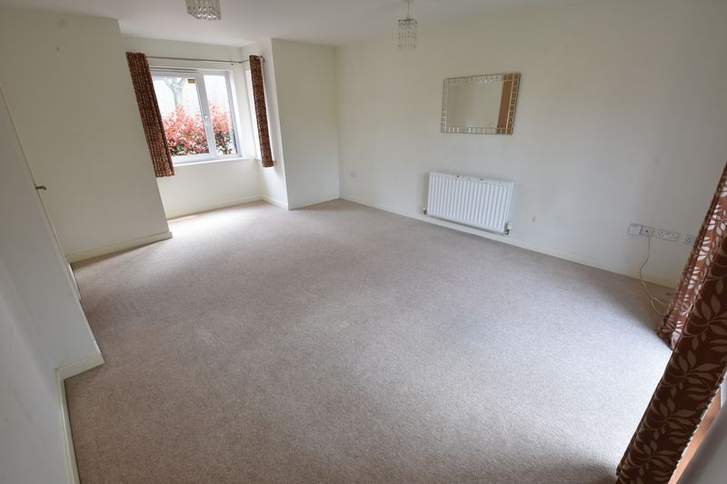 3 bedroom End Terrace to rent in Someries Hill, Luton - Photo 1