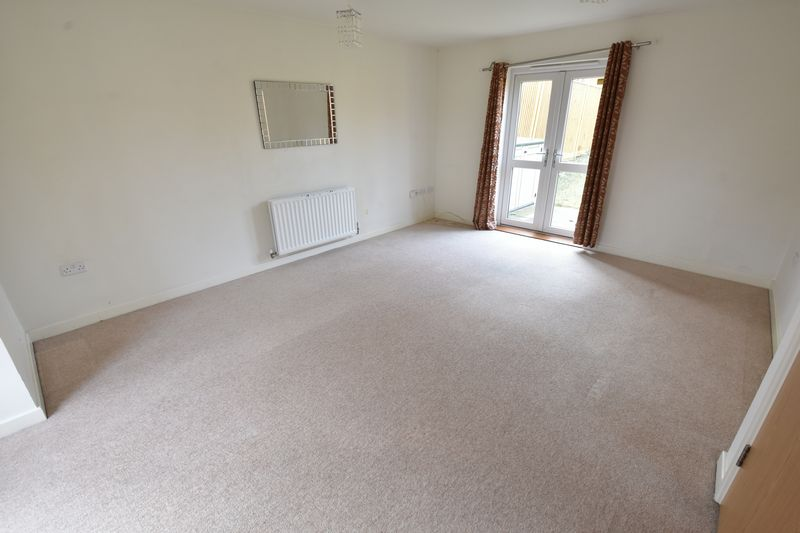 3 bedroom End Terrace to rent in Someries Hill, Luton - Photo 2