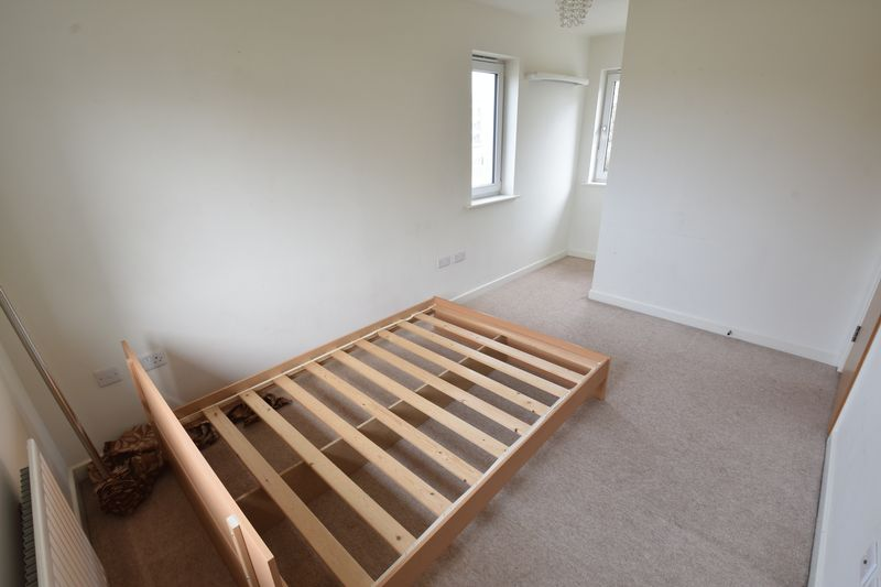 3 bedroom End Terrace to rent in Someries Hill, Luton - Photo 6