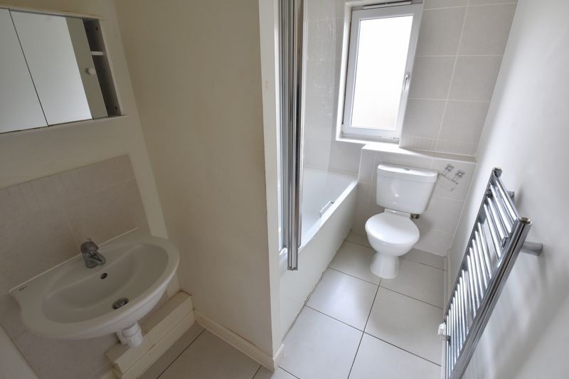 3 bedroom End Terrace to rent in Someries Hill, Luton - Photo 7