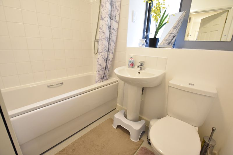 2 bedroom Flat to rent in Jonathan Henry Place, Luton - Photo 6