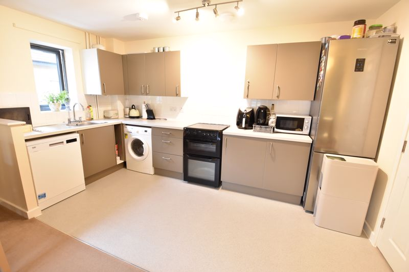 2 bedroom Flat to rent in Jonathan Henry Place, Luton - Photo 9
