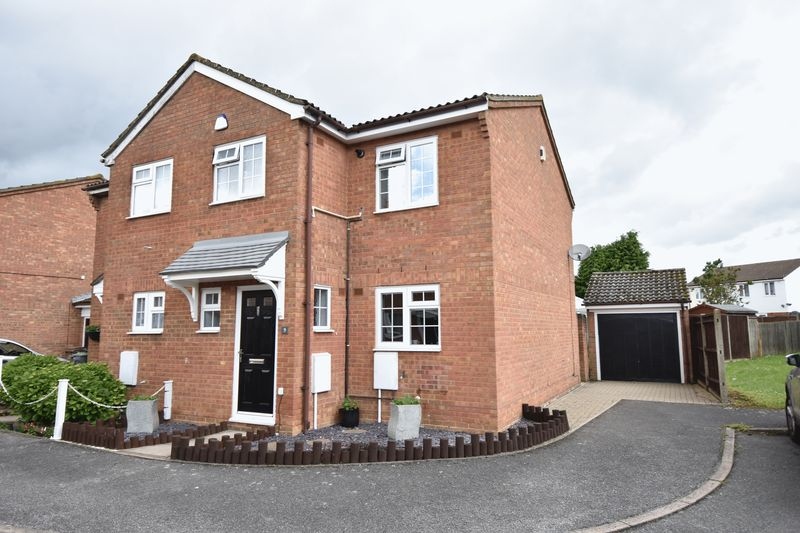 3 bedroom Semi-Detached  to buy in Laxton Close, Luton