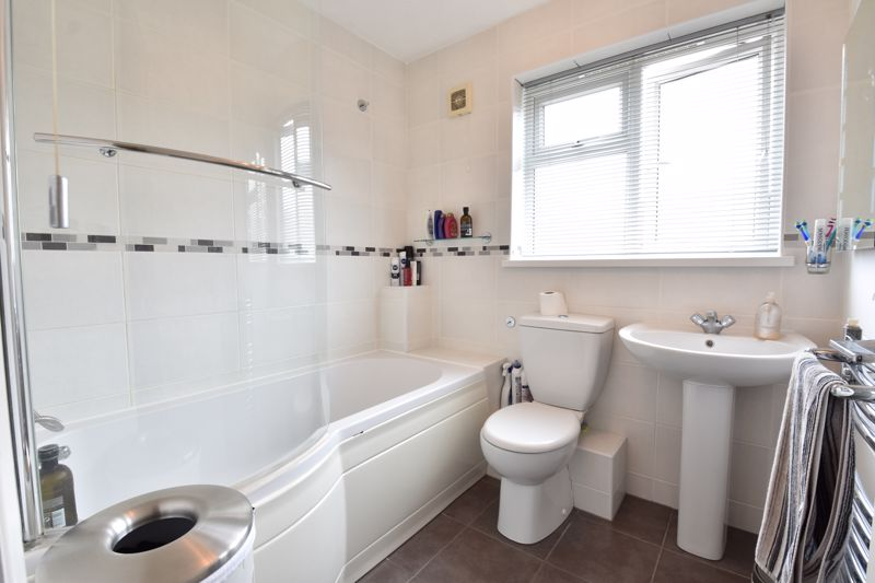3 bedroom Detached  to buy in Chalkdown, Luton - Photo 7