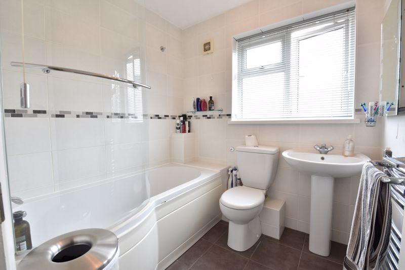 3 bedroom Detached  to buy in Chalkdown, Luton - Photo 8