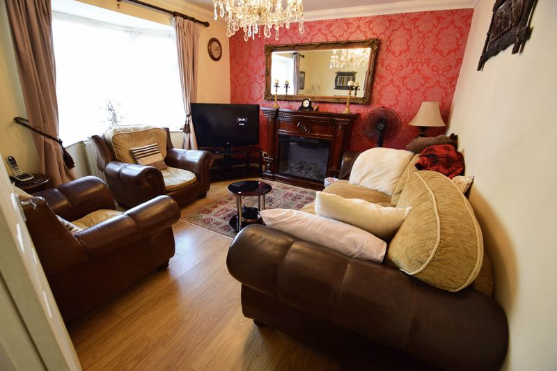 3 bedroom Mid Terrace to buy in Summerfield Road, Luton - Photo 4
