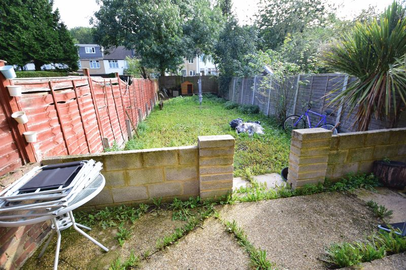 3 bedroom Mid Terrace to buy in Summerfield Road, Luton - Photo 7