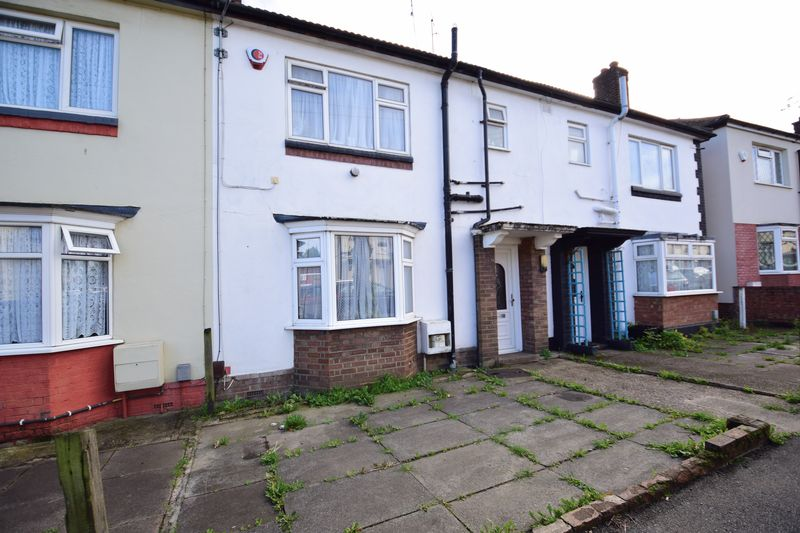 3 bedroom Mid Terrace to buy in Summerfield Road, Luton