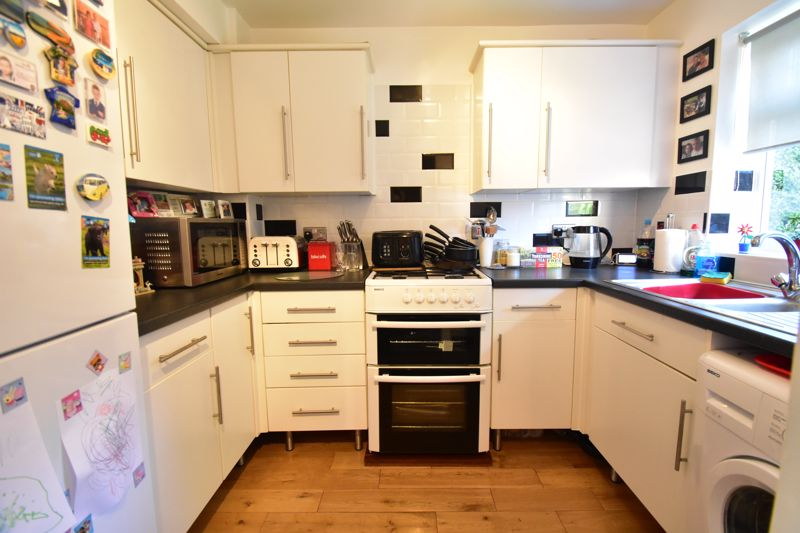 2 bedroom Mid Terrace to buy in Cemetery Road, Dunstable - Photo 1