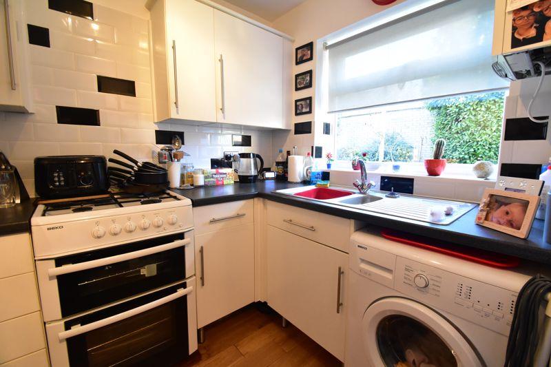 2 bedroom Mid Terrace to buy in Cemetery Road, Dunstable - Photo 2