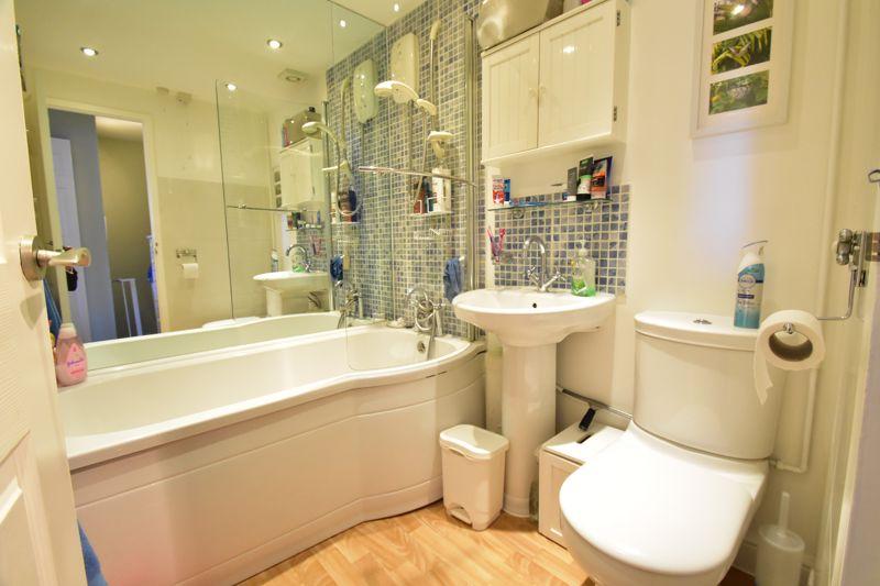 2 bedroom Mid Terrace to buy in Cemetery Road, Dunstable - Photo 3