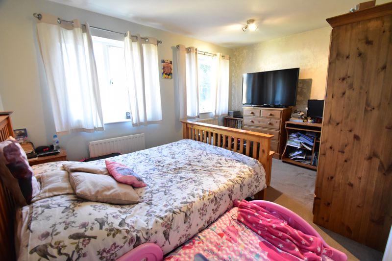 2 bedroom Mid Terrace to buy in Cemetery Road, Dunstable - Photo 6