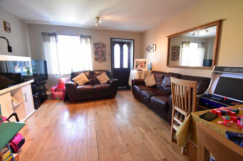 2 bedroom Mid Terrace to buy in Cemetery Road, Dunstable - Photo 10
