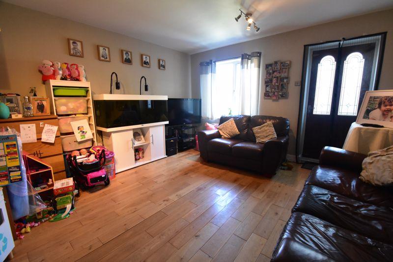 2 bedroom Mid Terrace to buy in Cemetery Road, Dunstable - Photo 11