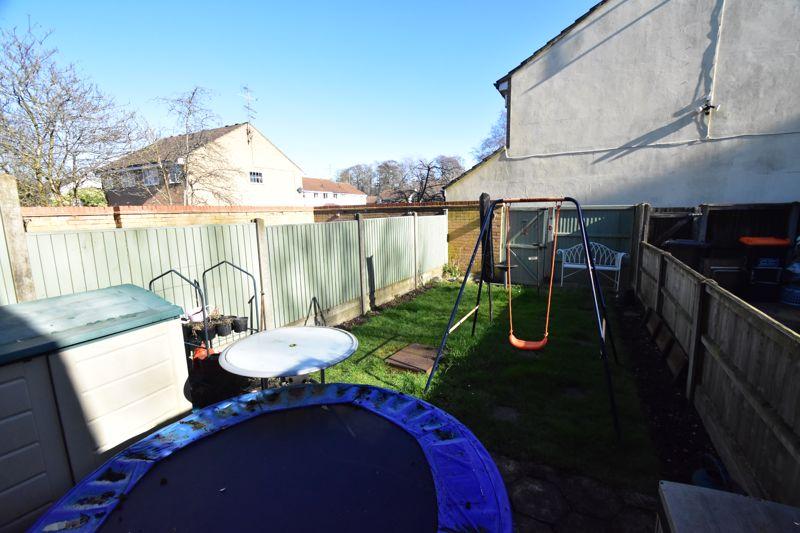 2 bedroom Mid Terrace to buy in Cemetery Road, Dunstable - Photo 12