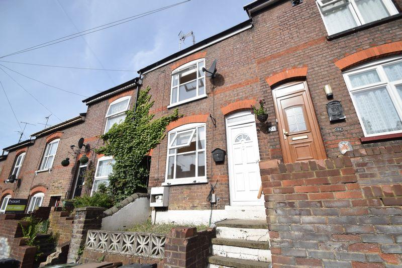 2 bedroom Mid Terrace to rent in Winsdon Road, Luton