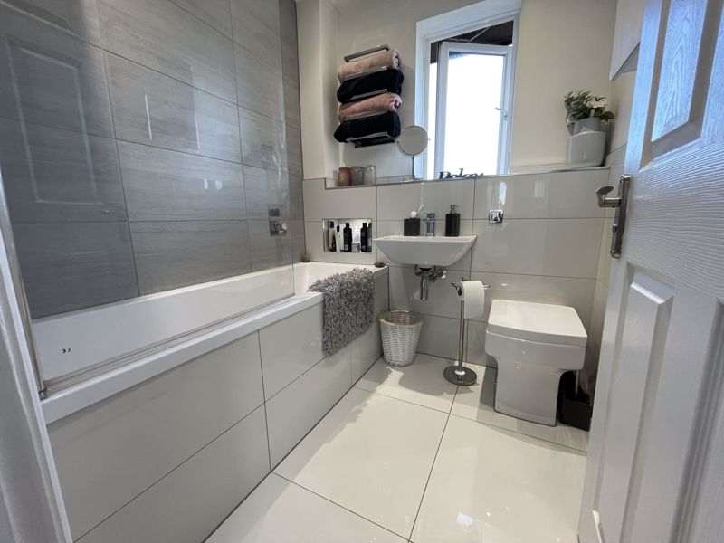 2 bedroom End Terrace to buy in Furze Close, Luton - Photo 6