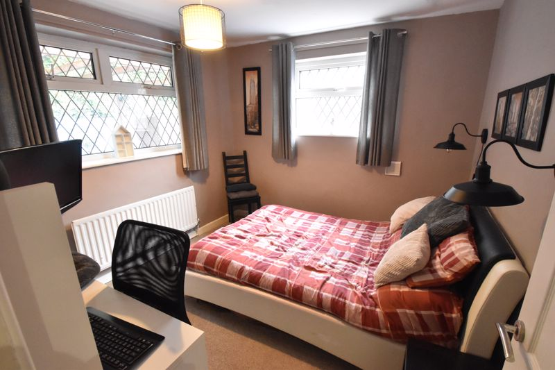 2 bedroom Semi-Detached  to buy in Hart Hill Drive, Luton - Photo 3