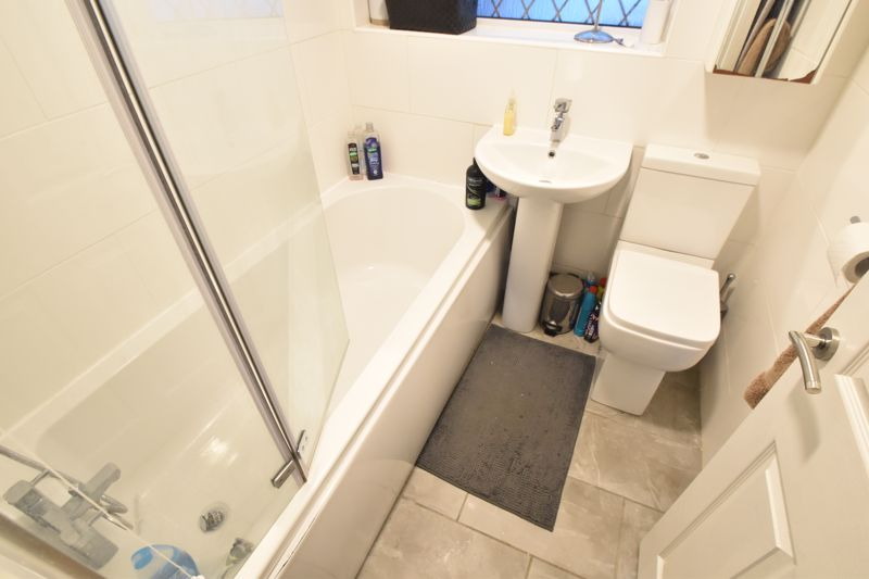 2 bedroom Semi-Detached  to buy in Hart Hill Drive, Luton - Photo 4