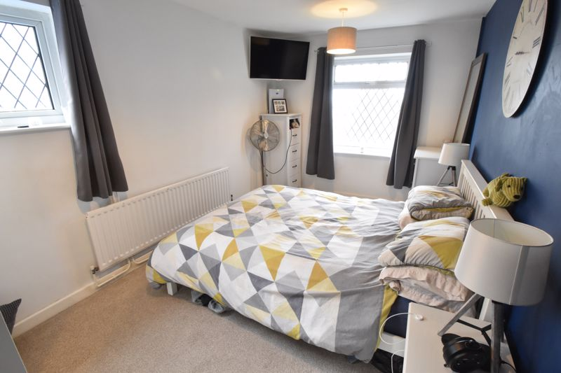 2 bedroom Semi-Detached  to buy in Hart Hill Drive, Luton - Photo 5
