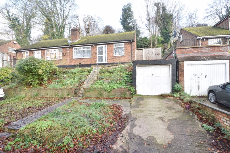 2 bedroom Semi-Detached  to buy in Hart Hill Drive, Luton