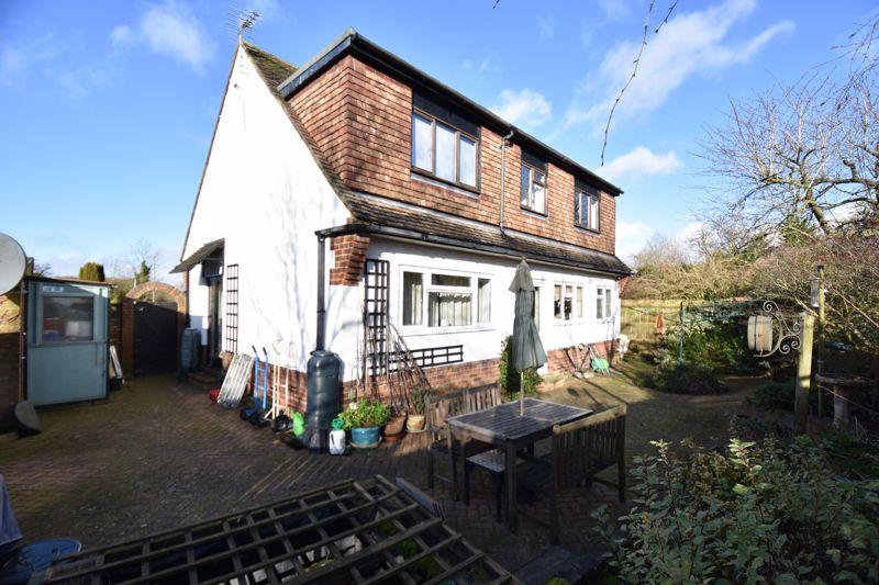 4 bedroom  to buy in Dunstable Road, Caddington - Photo 1