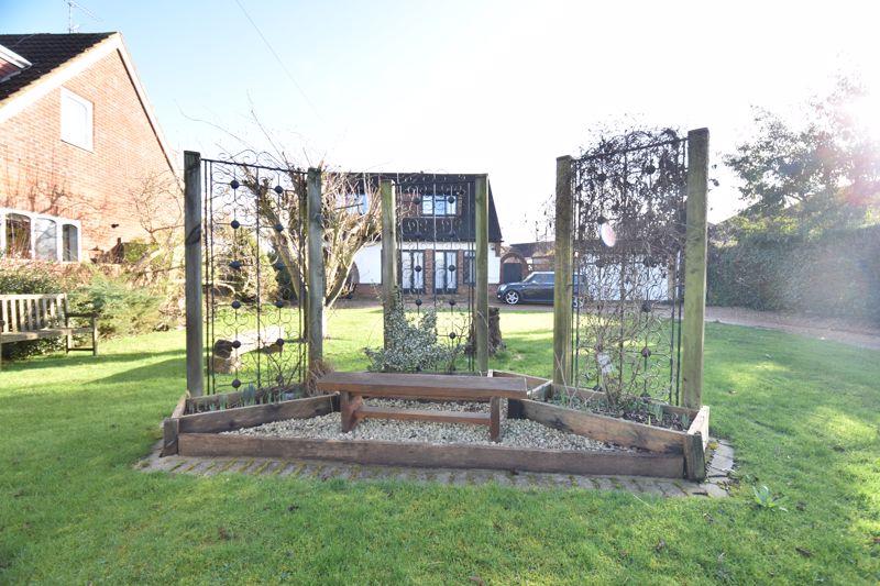 4 bedroom  to buy in Dunstable Road, Caddington - Photo 7