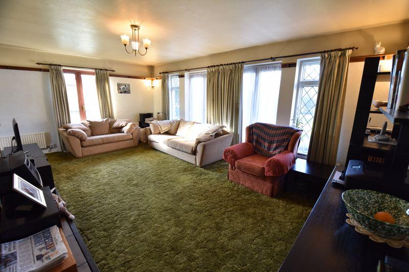 4 bedroom  to buy in Dunstable Road, Caddington - Photo 9