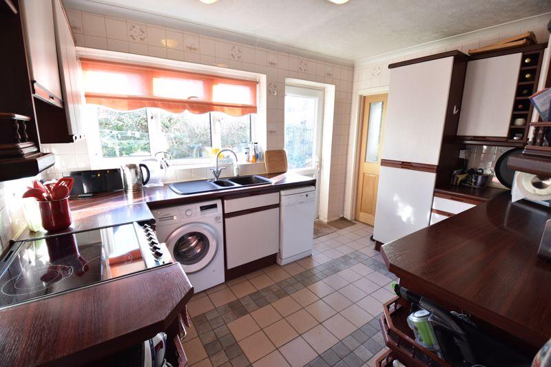 4 bedroom  to buy in Dunstable Road, Caddington - Photo 11