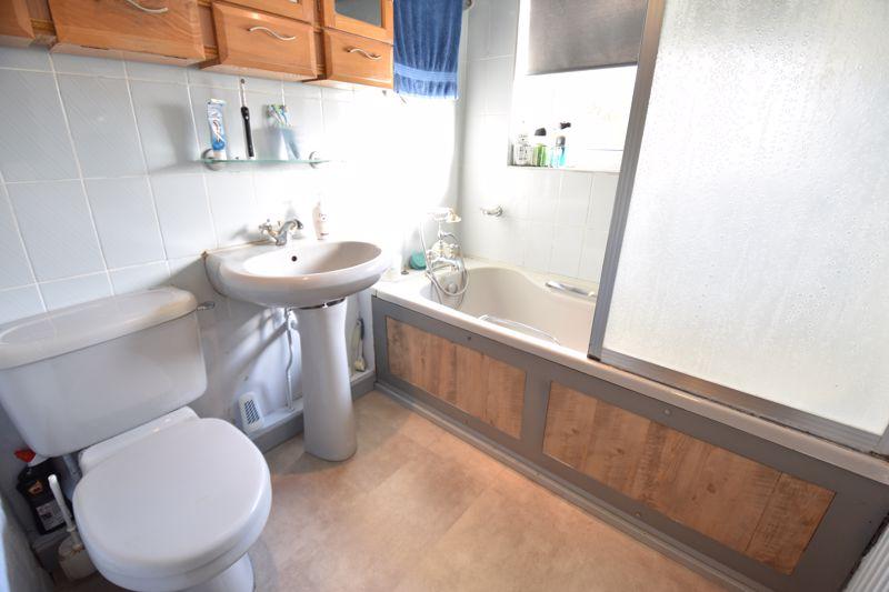 4 bedroom  to buy in Dunstable Road, Caddington - Photo 13