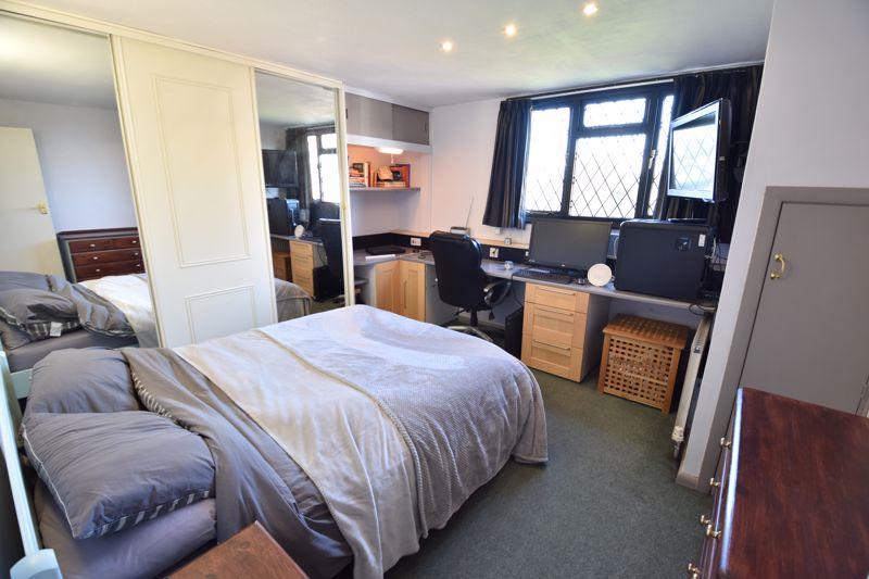 4 bedroom  to buy in Dunstable Road, Caddington - Photo 14