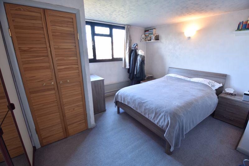4 bedroom  to buy in Dunstable Road, Caddington - Photo 15