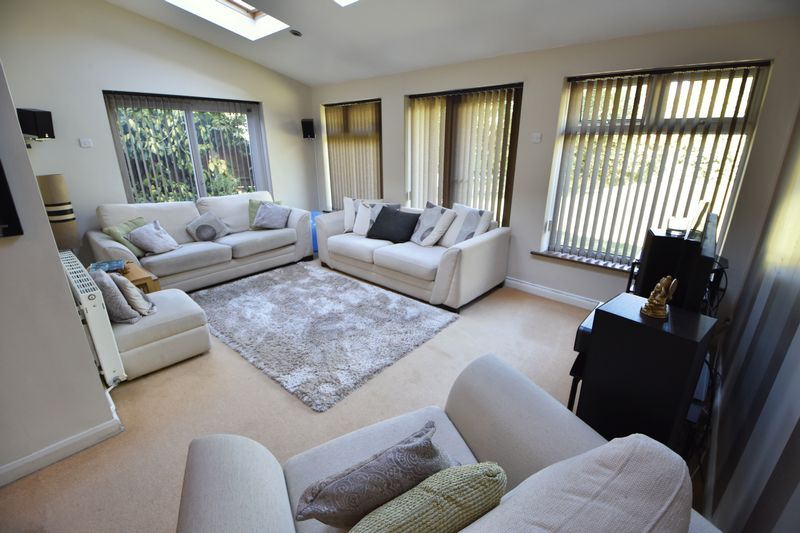 4 bedroom Detached  to buy in The Magpies, Luton - Photo 6
