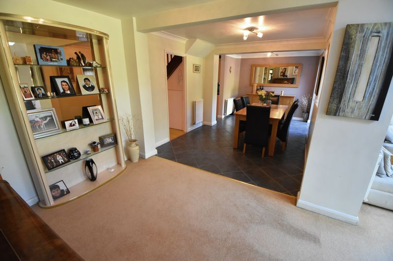 4 bedroom Detached  to buy in The Magpies, Luton - Photo 7