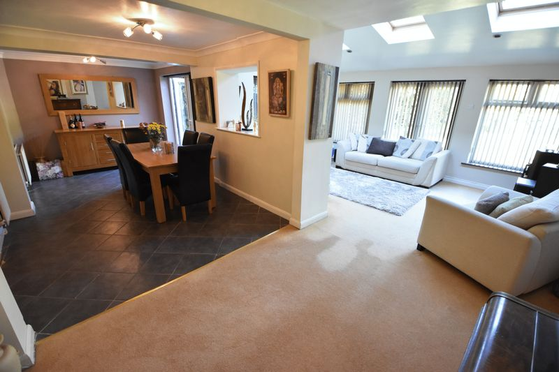 4 bedroom Detached  to buy in The Magpies, Luton - Photo 8