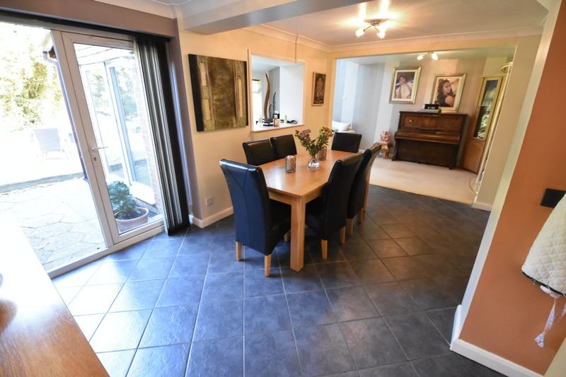 4 bedroom Detached  to buy in The Magpies, Luton - Photo 9