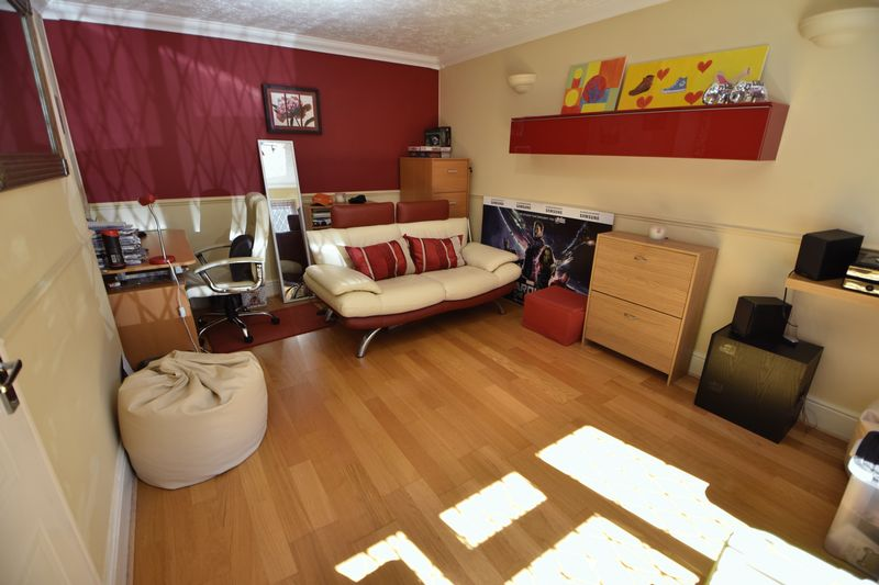 4 bedroom Detached  to buy in The Magpies, Luton - Photo 2
