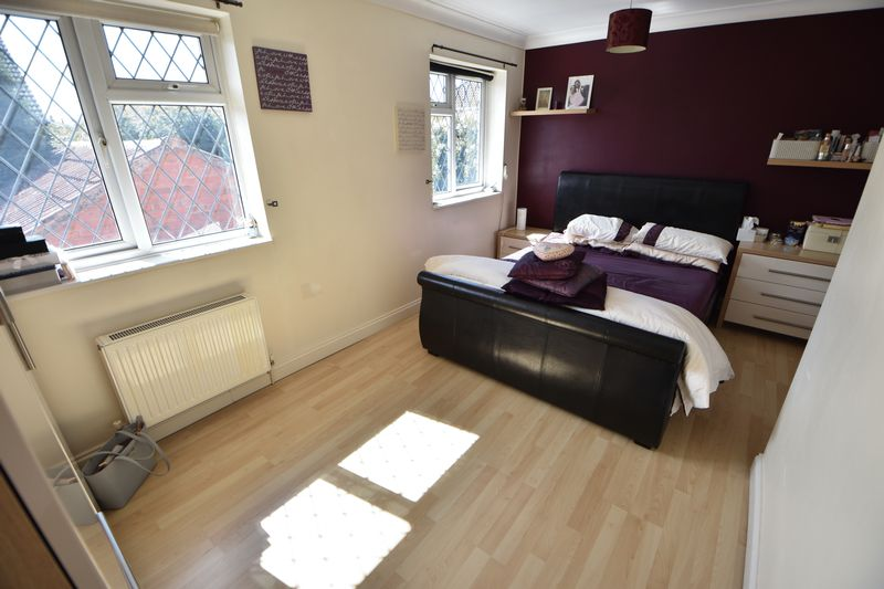 4 bedroom Detached  to buy in The Magpies, Luton - Photo 15