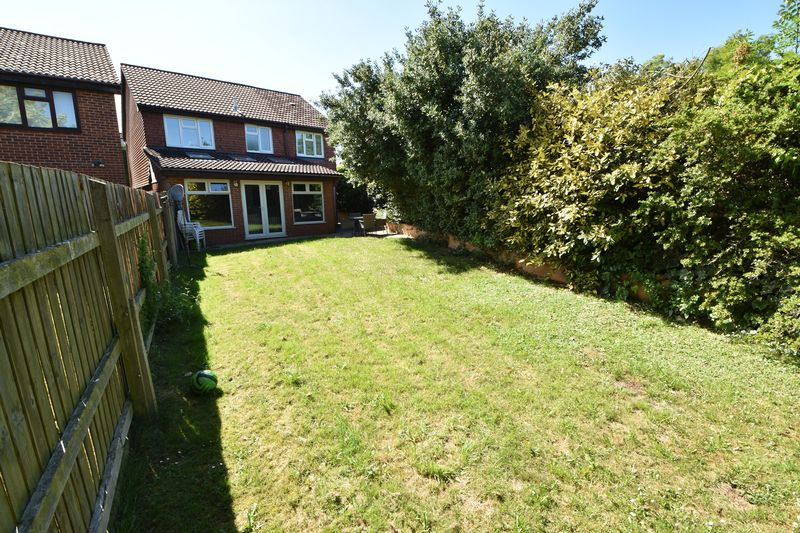4 bedroom Detached  to buy in The Magpies, Luton - Photo 22
