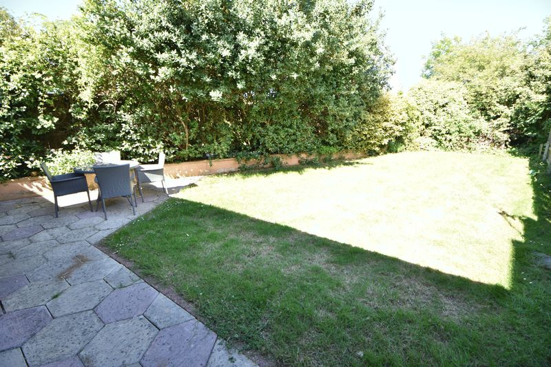 4 bedroom Detached  to buy in The Magpies, Luton - Photo 23