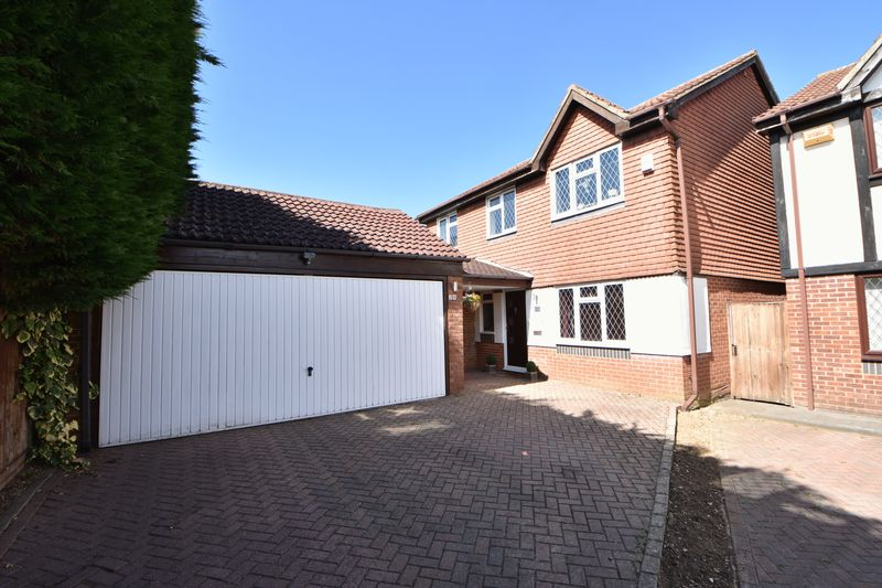 4 bedroom Detached  to buy in The Magpies, Luton - Photo 1