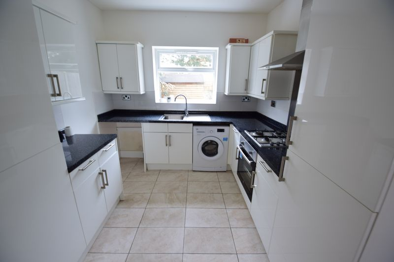 3 bedroom End Terrace to buy in Tennyson Road, Luton - Photo 5