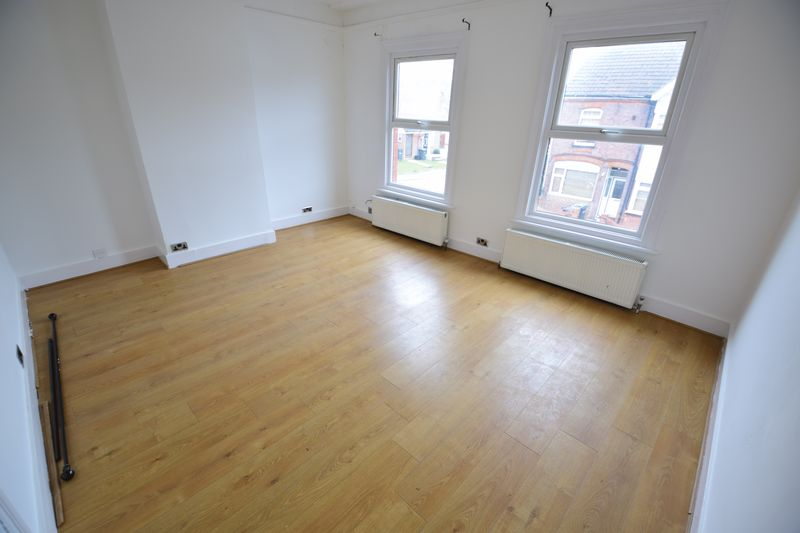 3 bedroom End Terrace to buy in Tennyson Road, Luton - Photo 6
