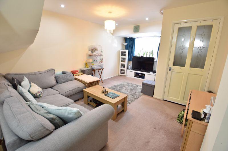 4 bedroom  to buy in Biscot Road, Luton - Photo 2