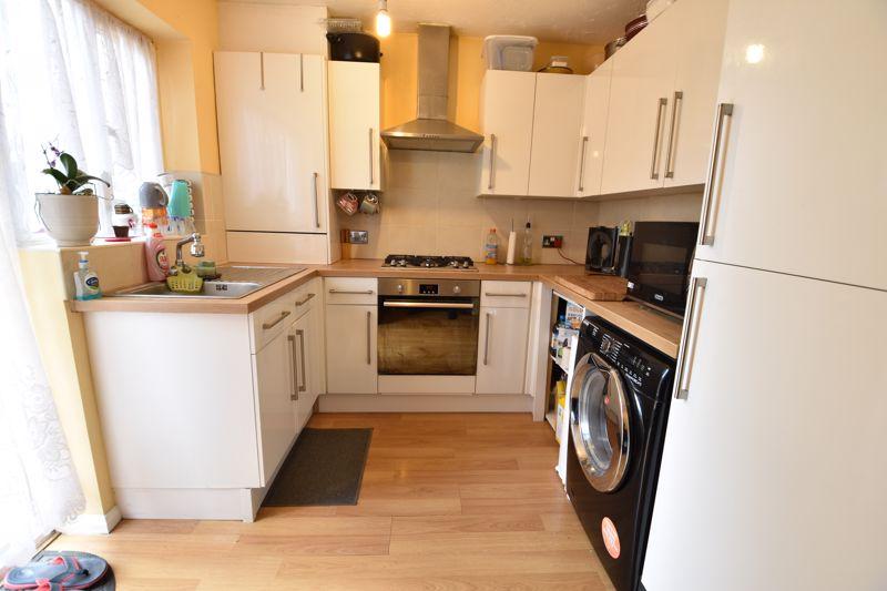 4 bedroom  to buy in Biscot Road, Luton - Photo 3