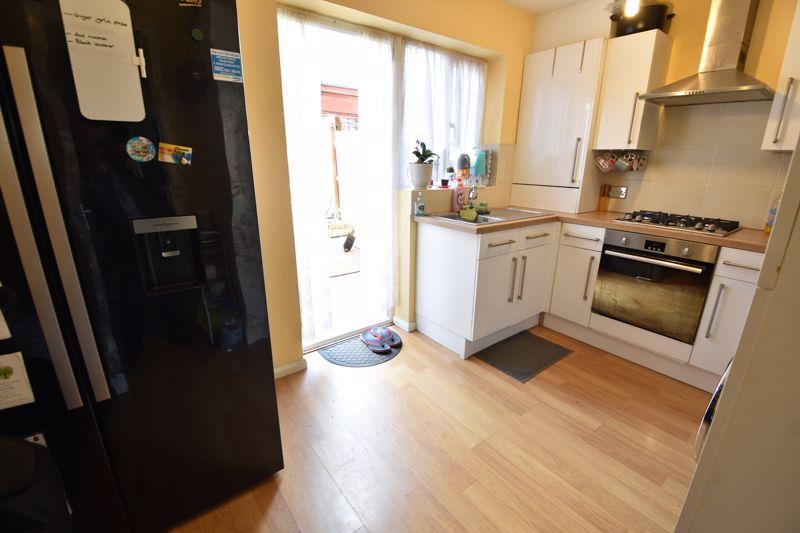 4 bedroom  to buy in Biscot Road, Luton - Photo 4