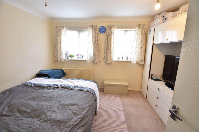 4 bedroom  to buy in Biscot Road, Luton - Photo 6