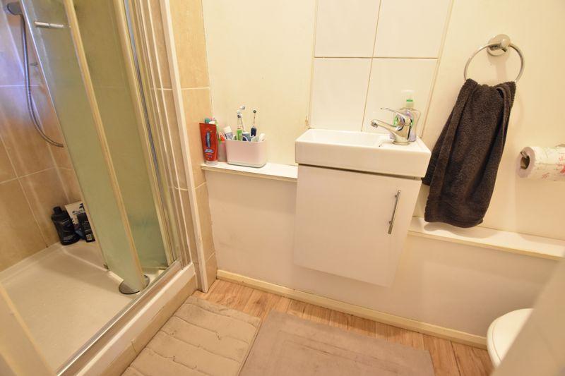 4 bedroom  to buy in Biscot Road, Luton - Photo 7