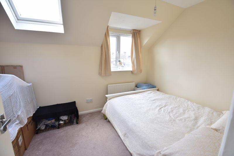 4 bedroom  to buy in Biscot Road, Luton - Photo 9