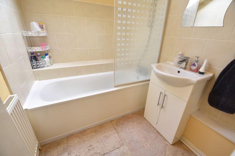 4 bedroom  to buy in Biscot Road, Luton - Photo 10